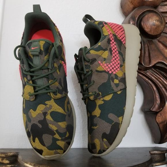 c4d8276243769 Rare Nike Roshe One Plus Camo Women s Shoes. M 5b8a2e26c9bf503dd419a4d7